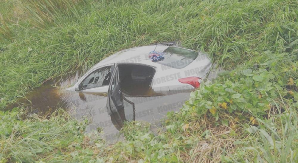 """Sicarios caen al agua tras tratar de """"levantar"""" a motociclista"""