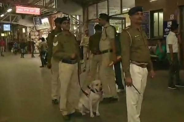 terrorist-threaten-to-blast-ahmadabad-railway-station-hindi-news