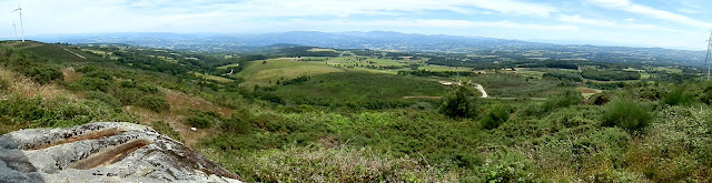 sartegos excavados na rocha e vista panoramica dende a serra do Paramo