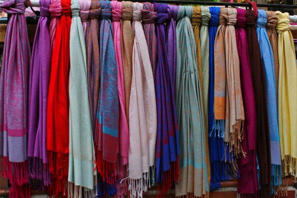 Man steals GH¢ 11,000 ladies scarfs