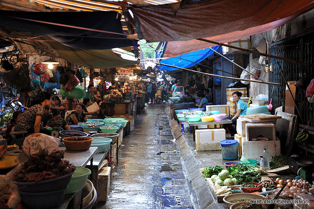 hanoi-old-quarter-market-vietnam