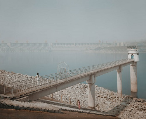 """Three Gorges Monitoring Station,Yichang""por Jiagang Chen, 2009."