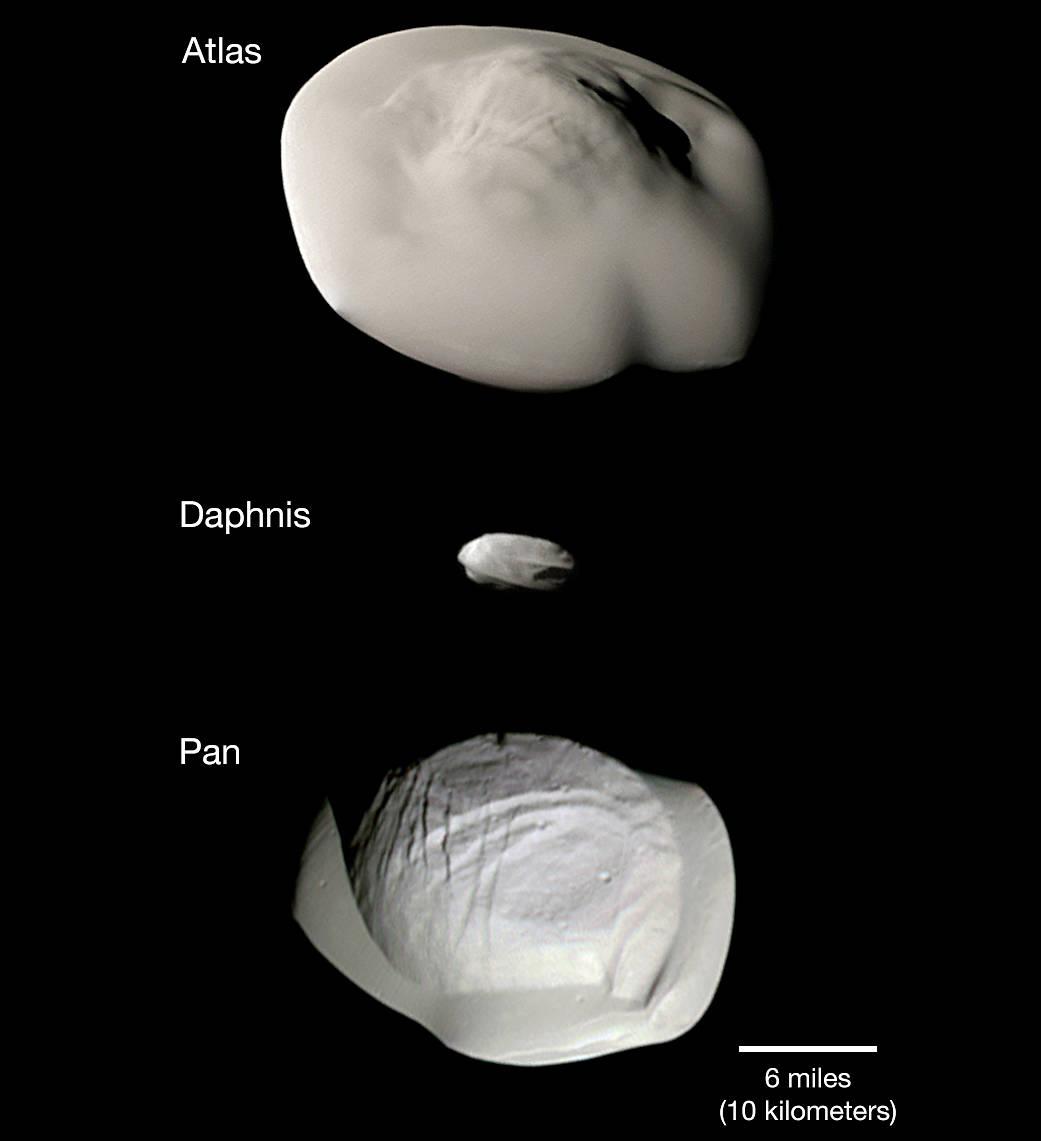 آخر مكتشفات المركبة الفضائية كاسيني: عجائب الأقمار الصغير حول كوكب الزحل..