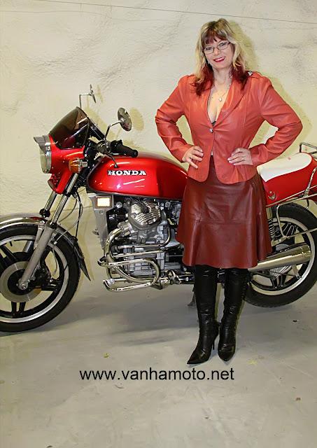 moottoripyörä, nahkatakki, nahkahame, korkosaappaat - motorbike, leather coat, leather skirt, hi heels boots