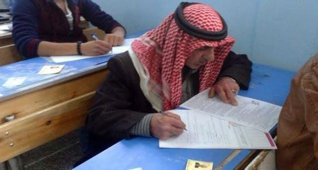 العم ابو وليد حمد حمزة سبعيني يتقدم لامتحانات شهادة التعليم الأساسي بالسويداء