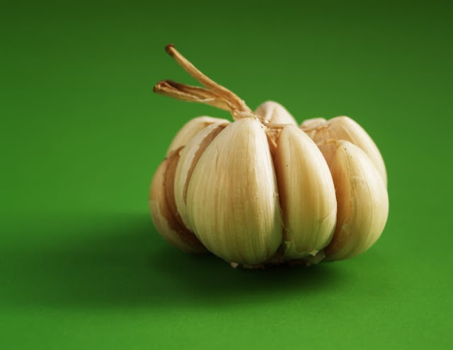 Garlic a Home Remedies to stay away from lice