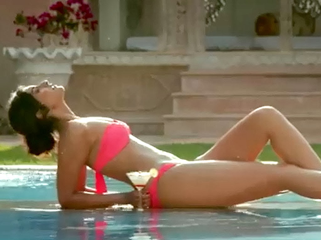 10 Most Hot Images Of Sonam Kapoor In Bikini - Hot4Sure-2294