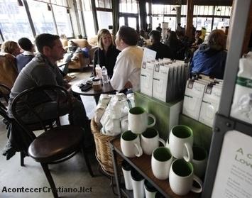 Evangelizando amigos en cafetería