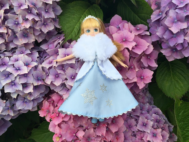 Snow Queen Lottie Doll Review
