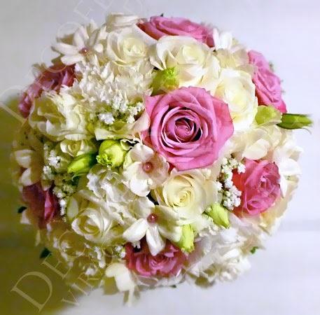menyasszonyi csokor rózsaszín és fehér színben