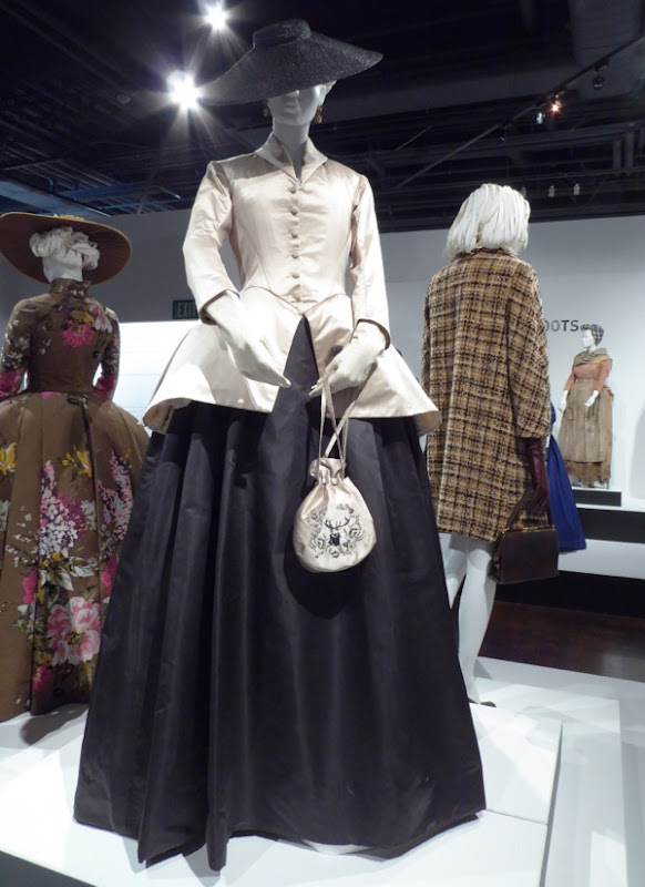 Claire Fraser Outlander season 2 costume