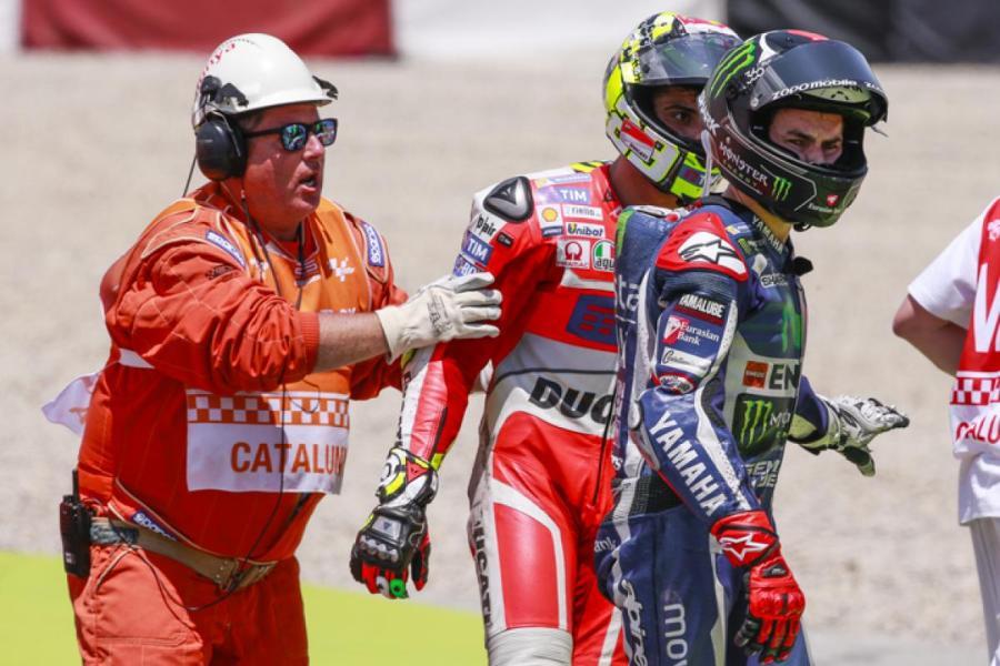 MotoGP 2016 Barcelona-Catalunya Spain Lorenzo-Iannone Crash