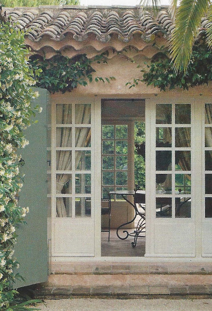 Open entry, French doors on both sides, via Ville Gardini Sept 09, edited by lb for linenandlavender.net:  http://www.linenandlavender.net/2012/09/inspiration-file-outdoor-living.html