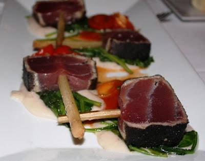 Thunfisch auf Gemüsebett © Copyright Monika Fuchs, TravelWorldOnline