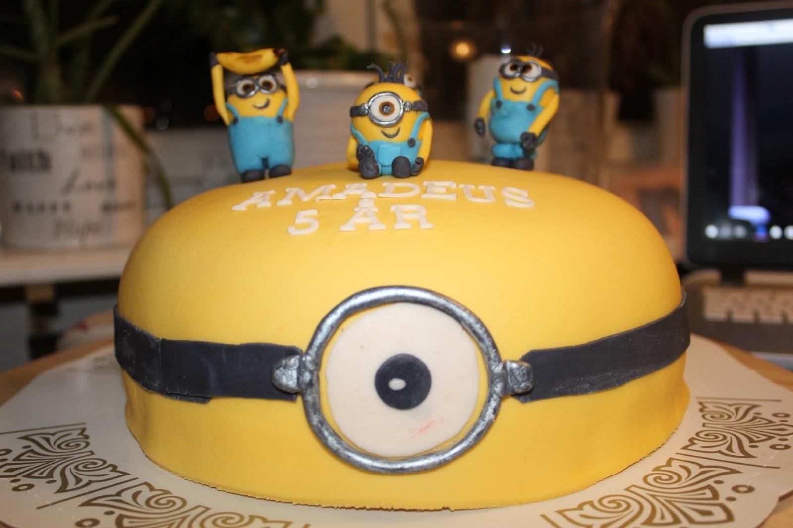 Hobbyholken  Minion tårta 5d6de52fd94d6