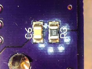 Detalhe dos componentes adicionados (C6 e R3).