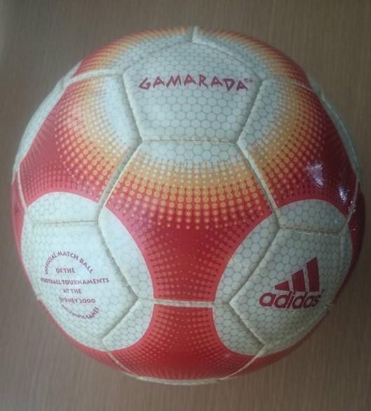 48105ee47ccbd Hoy retomamos de nuevo los balones oficiales de las Olimpiadas. El balón de  hoy es con el que se disputó los Juegos Olímpicos de Sydney en el 2000.