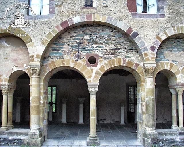 CONQUES (12) - Cloître : chapiteaux romans