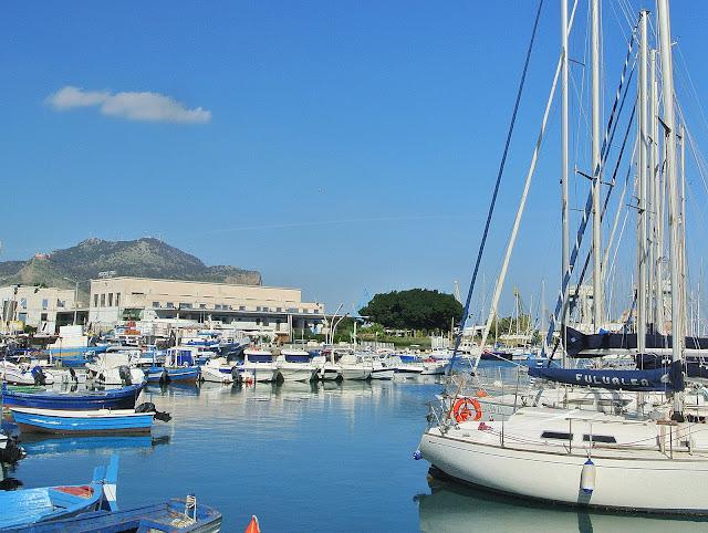 widok na port jachtowy Sycylia, Palermo, jachty