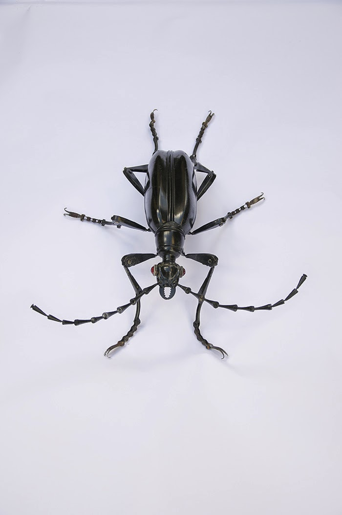 05-Longicorn-Beetle-Edouard-Martinet-Recycled-Sculpture-Wildlife-www-designstack-co