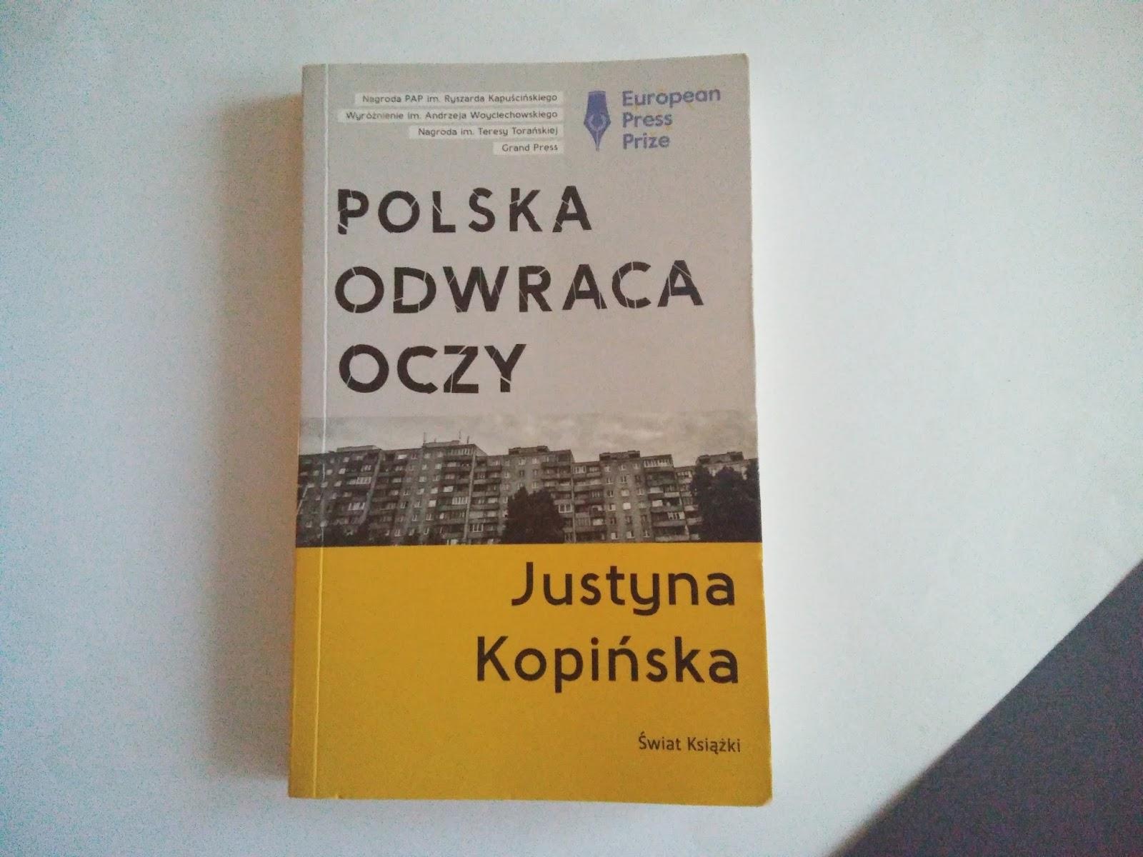 Terapia szokowa – recenzja książki Justyny Kopińskiej <i>Polska odwraca oczy</i>
