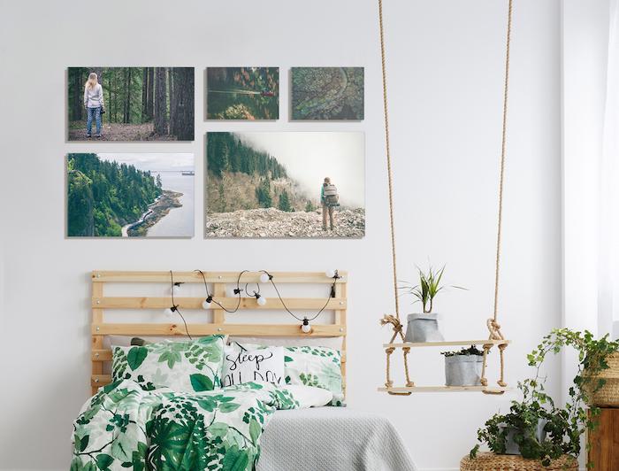 Dormitorio con cuadros en el cabecero