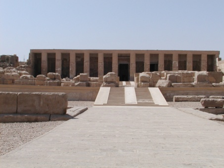 Hallan en Egipto cementerio y ciudad de hace 5 mil años