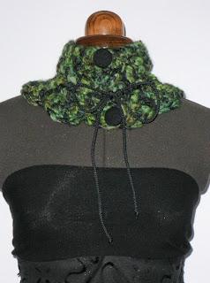 Cuello lana en verdes, grises y negro. VENDIDO