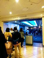 展望台へ上がるエレベーター前に並ぶ行列