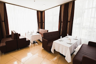 Седат Игдеджи - комфортный зал в Sun Hotel
