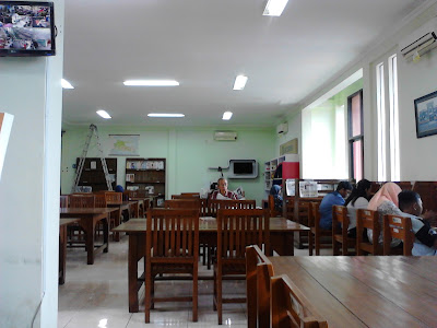 meja perpustakaan