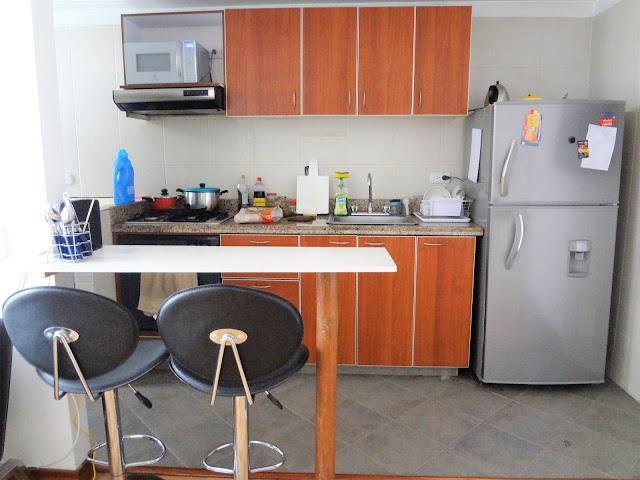コロンビアのアパートのキッチン