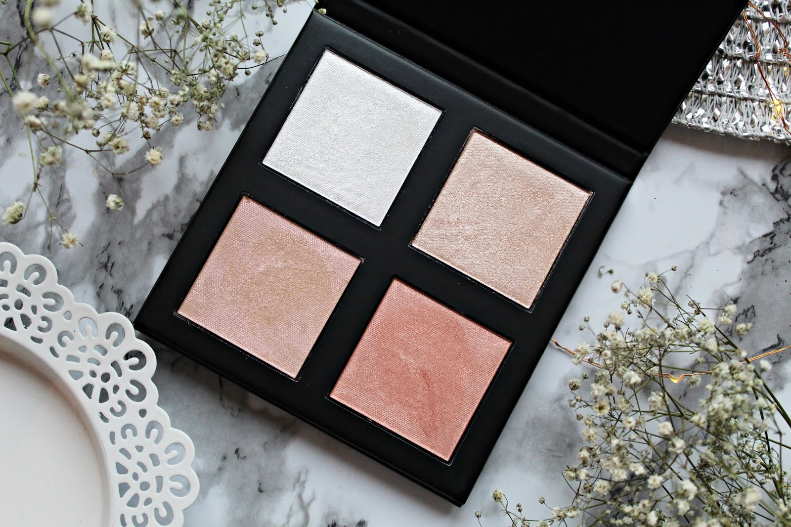 Revolution PRO 4K Highlighter Palette - paleta rozświetlaczyczy w odcieniu ROSE GOLD