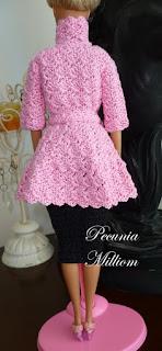 Casaco de Crochê Com Saia Godê Para Barbie  Por Pecunia MillioM com saia