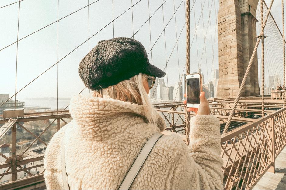 Brooklyn Bridge winter outfit selfie