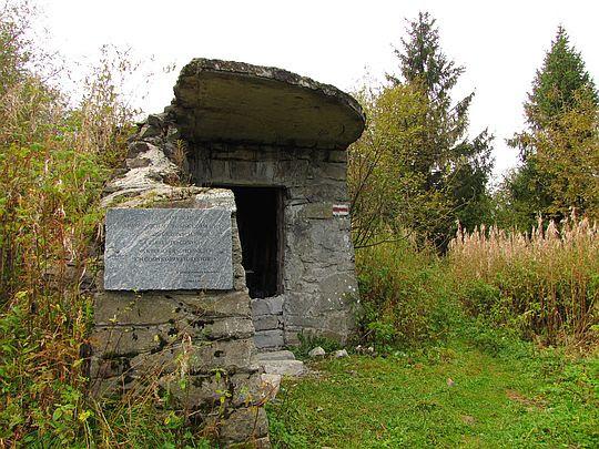 Ruiny schroniska na Samorodach.