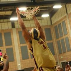 smešna slika: košarkaško zakucavanje