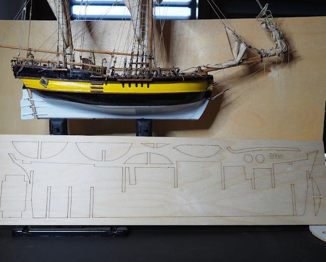 Unboxing QShip Hunter Amati e materiali all'interno della scatola. Comparazione delle dimensioni con Scotland Corel