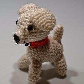 http://translate.google.es/translate?hl=es&sl=en&tl=es&u=http%3A%2F%2Fde-fil-en-aiguille.blogspot.com.es%2F2007%2F12%2Fpetit-chien-blanc.html