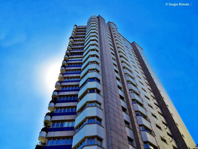 Perspectiva inferior do Edifício Petit Palais - Itaim Bibi - São Paulo