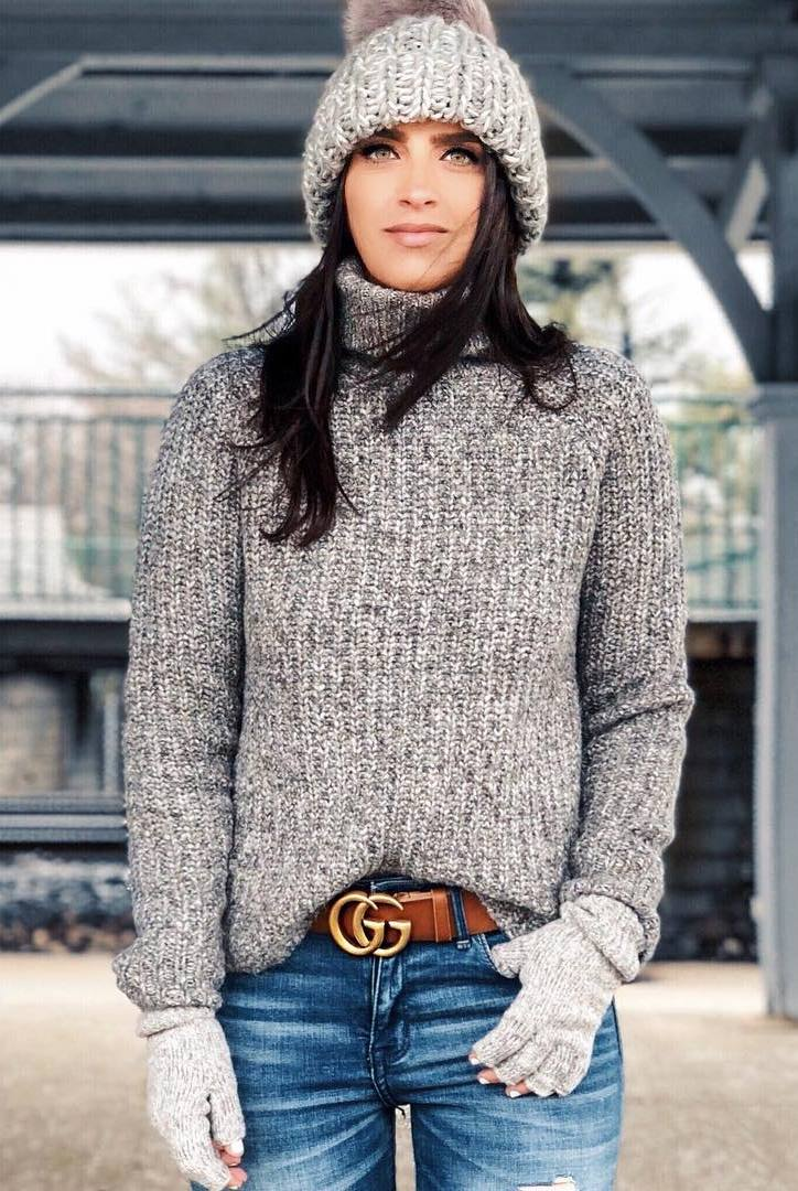 cozy outfit idea / hat + grey knit sweater + jeans