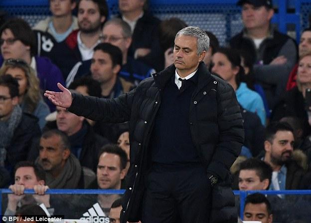 Reaksi Jose Mourinho saat dikalahkan oleh anak asuhnya di Chelsea
