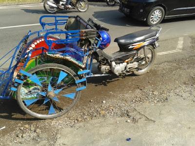 Becak Setengah Motor Angkutan Unik Pedesaan