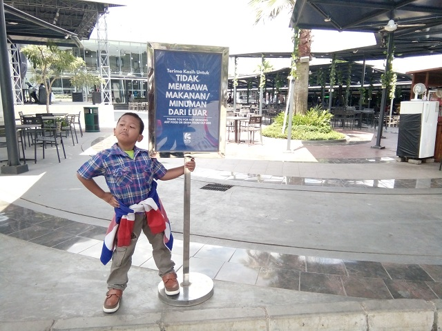 Makan Siang di Box Well Kota Cinema Mall