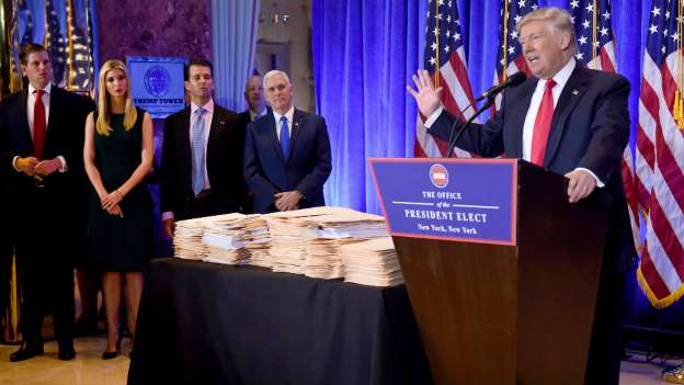 Trump barred reporters from examining stacks of folders at press conference