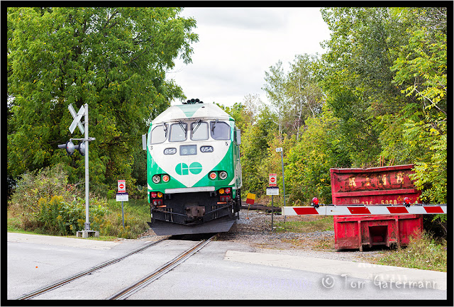 GO 654 at Eureka Street in Unionville (Markham, ON.).