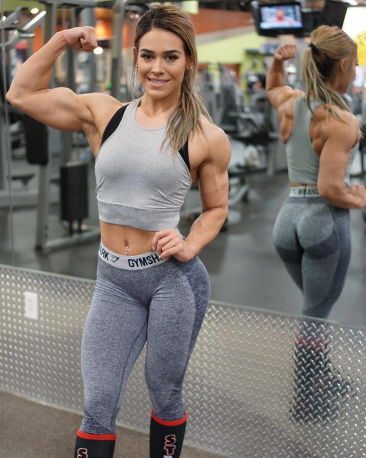 Beauty and her monstrous strength! Fitness model Cassandra
