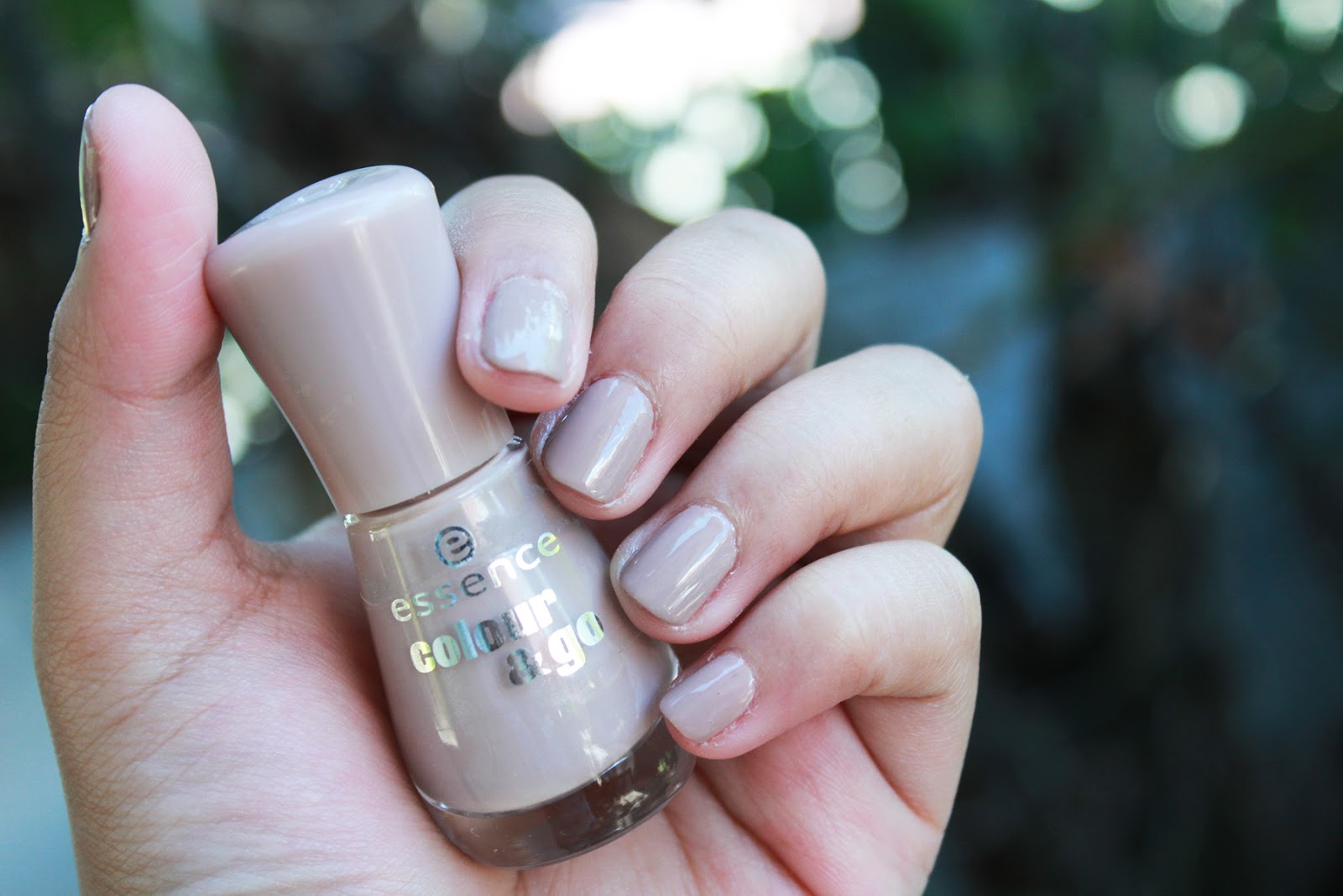 Nail of the Week: essence Colour & Go in #162: Dare It Nude