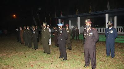 Polda Banten dan Korem 064/MY Gelar Apel Kehormatan dan Renungan Suci di TMP Ciceri