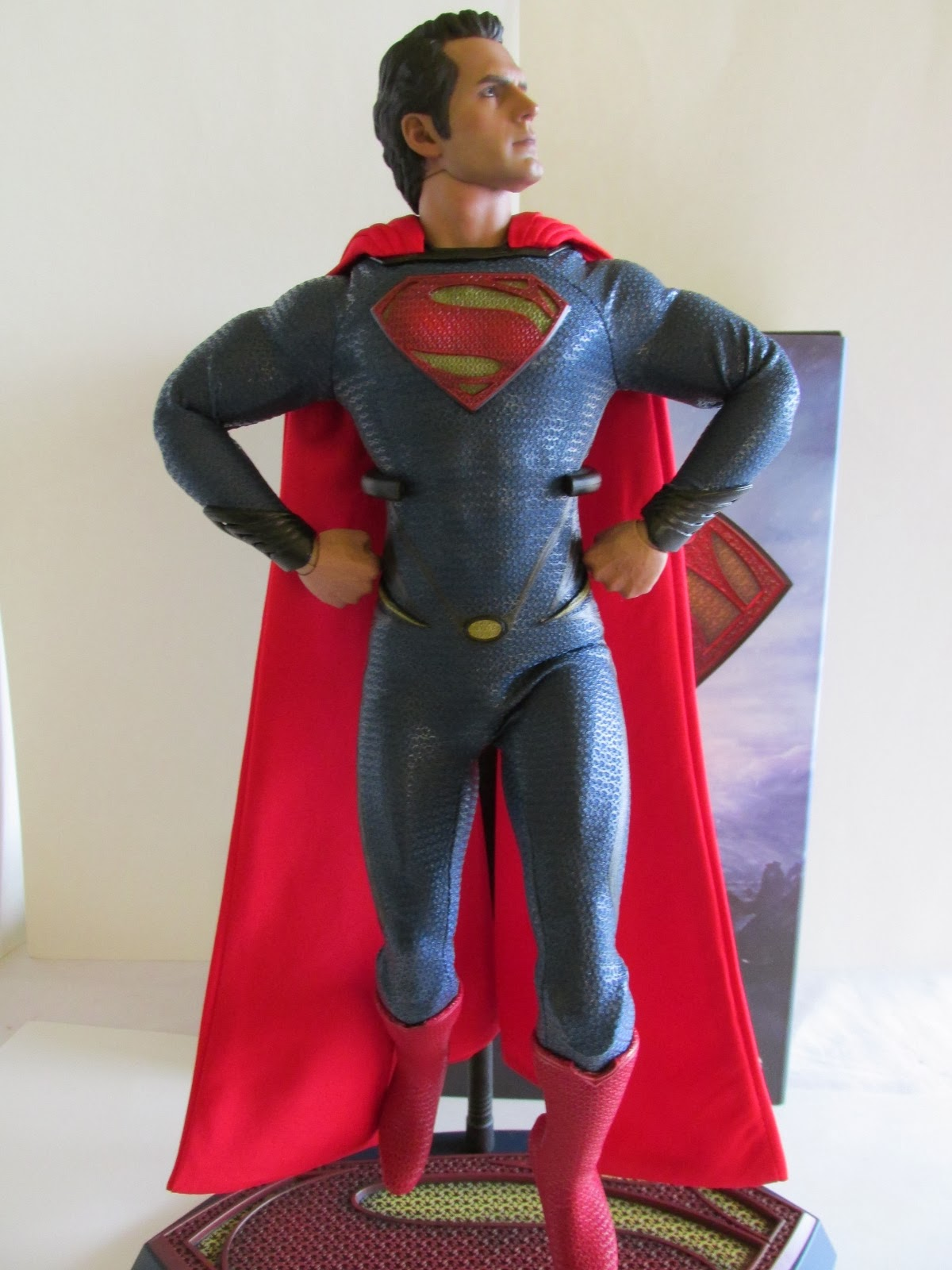 Hot Toys 1/6th scale Man of Steel Superman   Toy RE:action